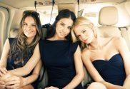 tres modelos lindas mulheres em helicoptero