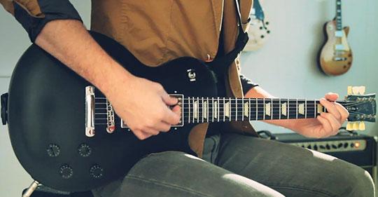 hobbies-para-atrair-mulheres-tocar-guitarra