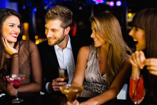homem-seja-visto-com-outras-mulheres-lindas-atrair